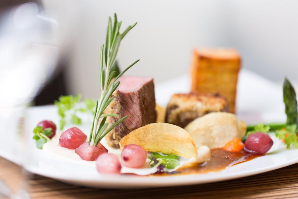 Regionale Zutaten, exquisit zubereitet: Das Restaurant Awilon im Kunstmuseum Wolfsburg bietet besonderen Genuss. Foto: Marek Kruszewski