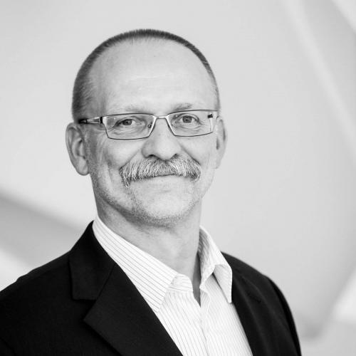 Dr. Holger Broeker